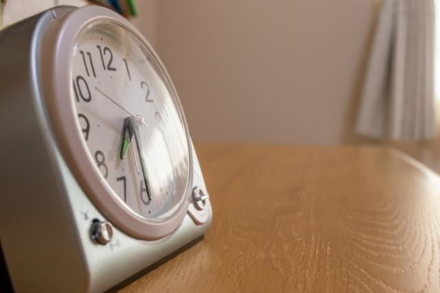 いつもよりも早く家を出る目覚まし時計